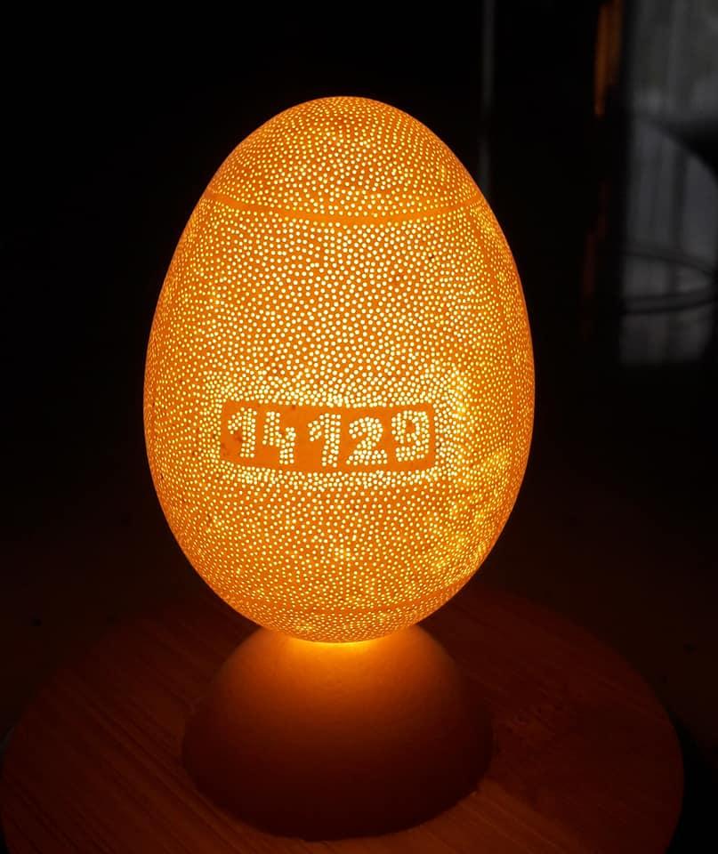 Украинец сделал в яйце 52 тысячи отверстий: установил два мировых рекорда