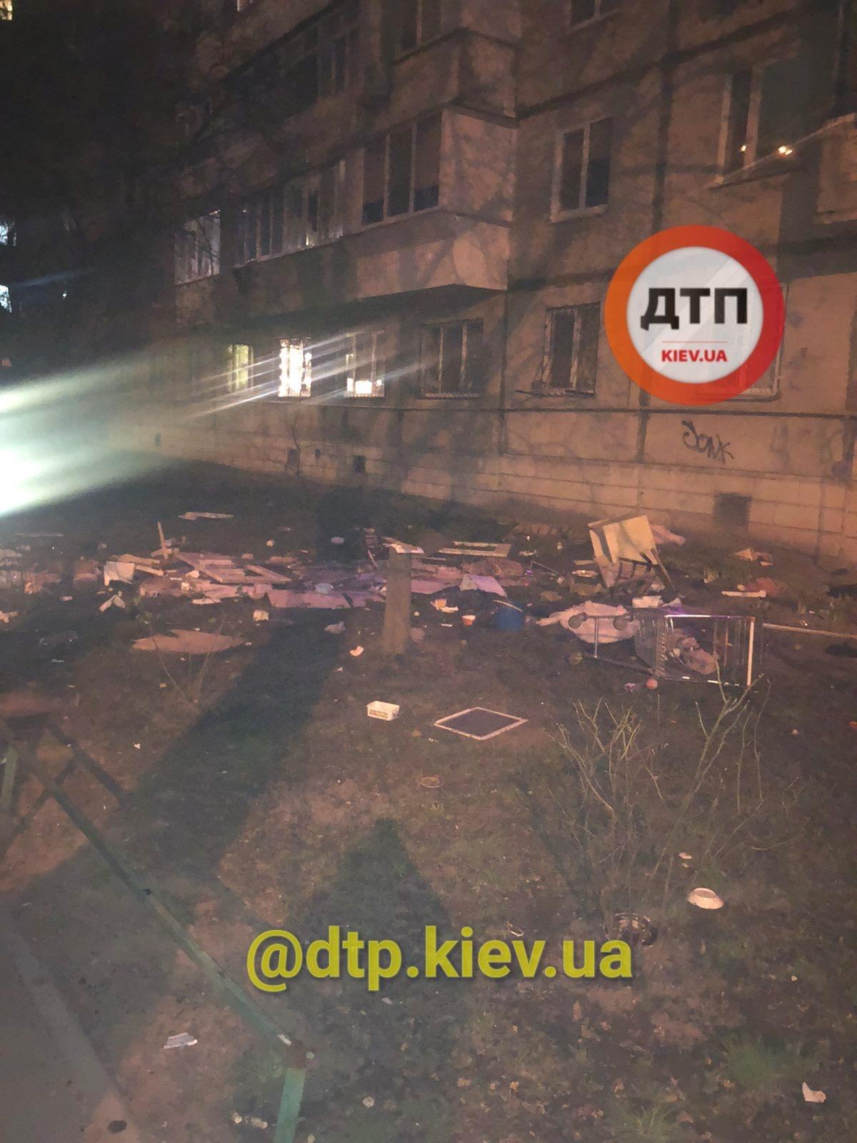 Киянин викинув з вікна багатоповерхівки пів квартири: сусіди приголомшили подробицями (фото)