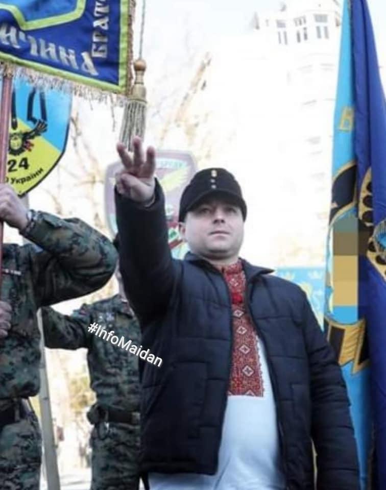 Участник марша в честь дивизии