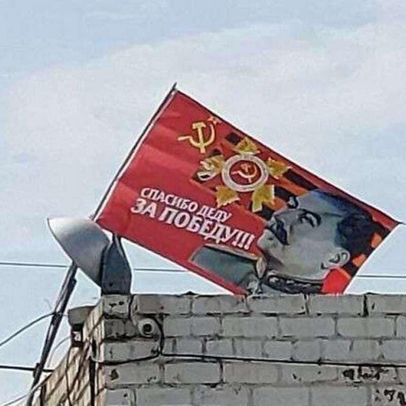 """У Дніпрі вивісили величезний прапор зі Сталіним: """"спасибо деду за победу"""""""