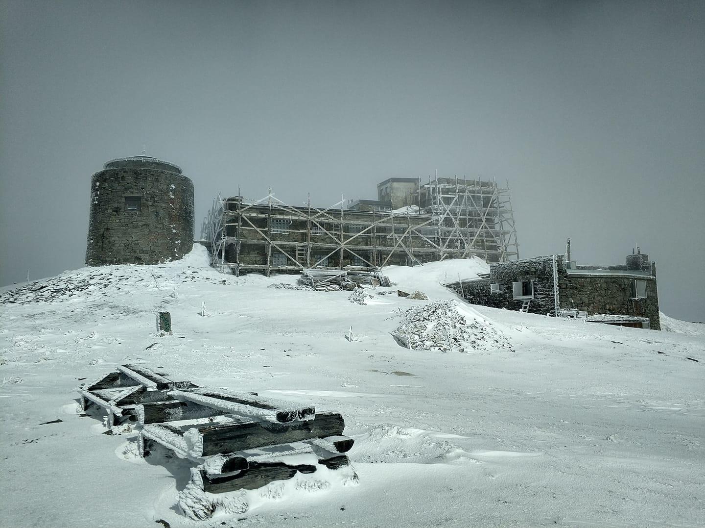 Карпаты в начале мая засыпает снегом: ударил мороз — 3