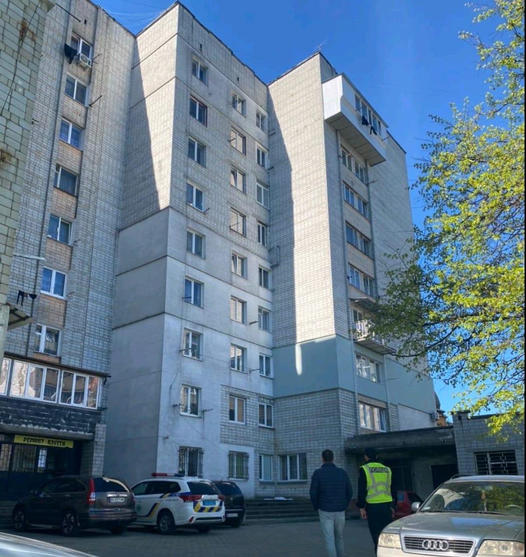 Во Львове мать выбросила из окна 2-летнюю дочку: что известно