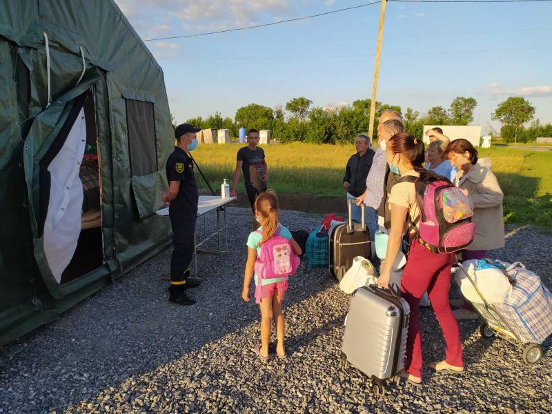 Боевики ограничивают пропуск через КПВВ, люди ночуют в палатках • Портал АНТИКОР