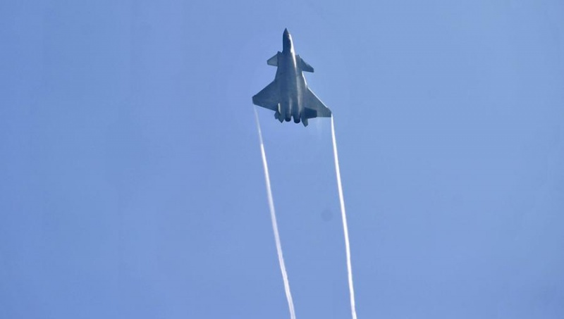 КНР показал истребитель собственной разработки J-20