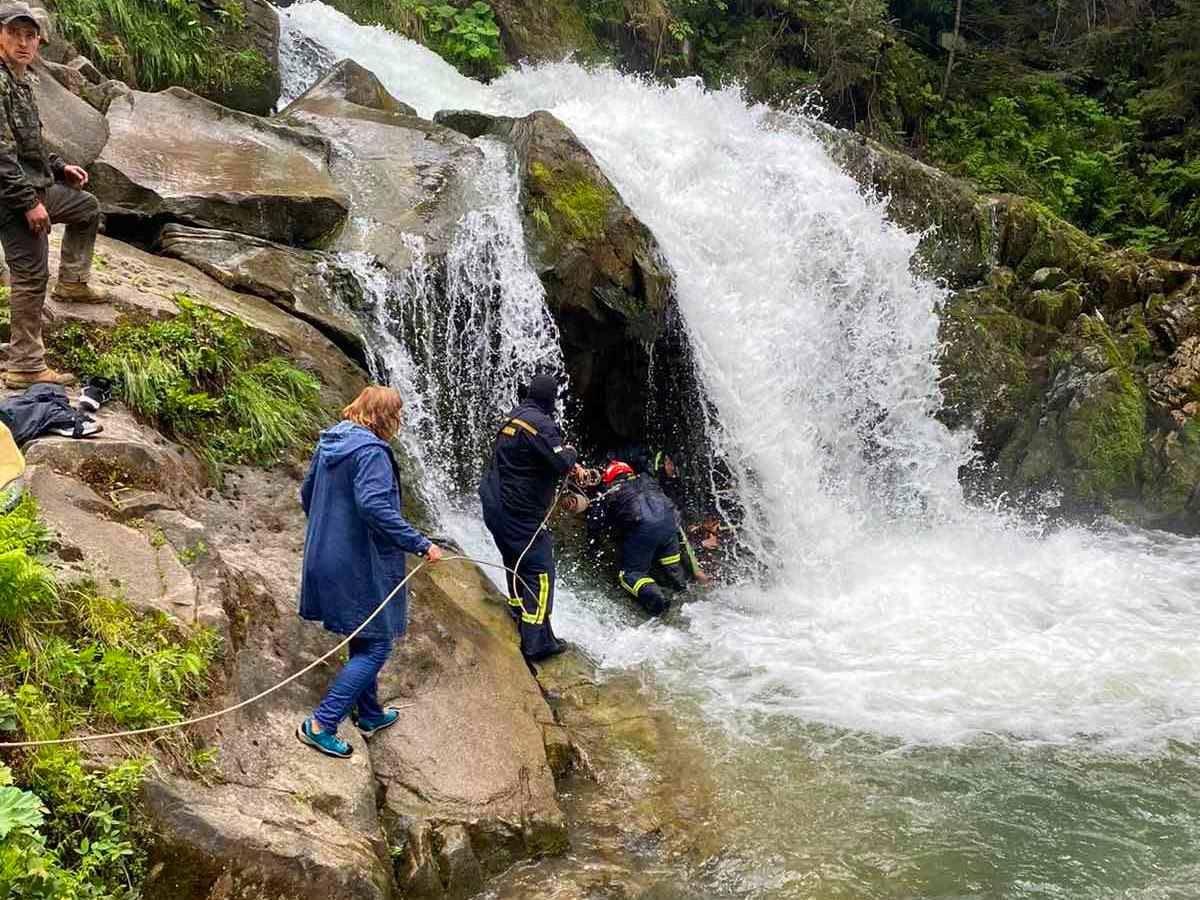 У Карпатах школяр загинув на екскурсії до знаменитого водоспаду