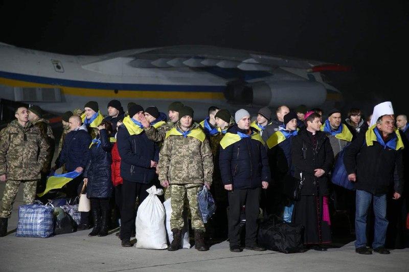УБорисполі приземлилися літаки зі звільненими українськими полоненими