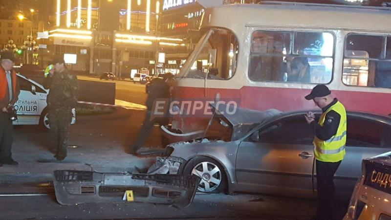 Закермом авто, щонашвидкості знесло трамвай уКиєві, був нардеп