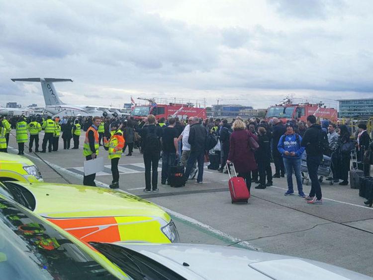 Пожарные необнаружили признаков химической утечки влондонском аэропорту