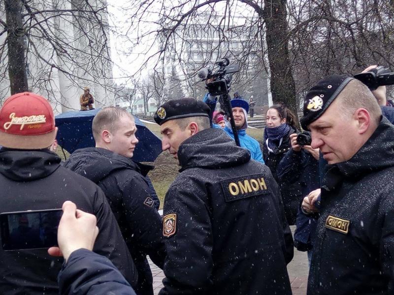 Вцентре Минска полиция задержала несколько десятков человек