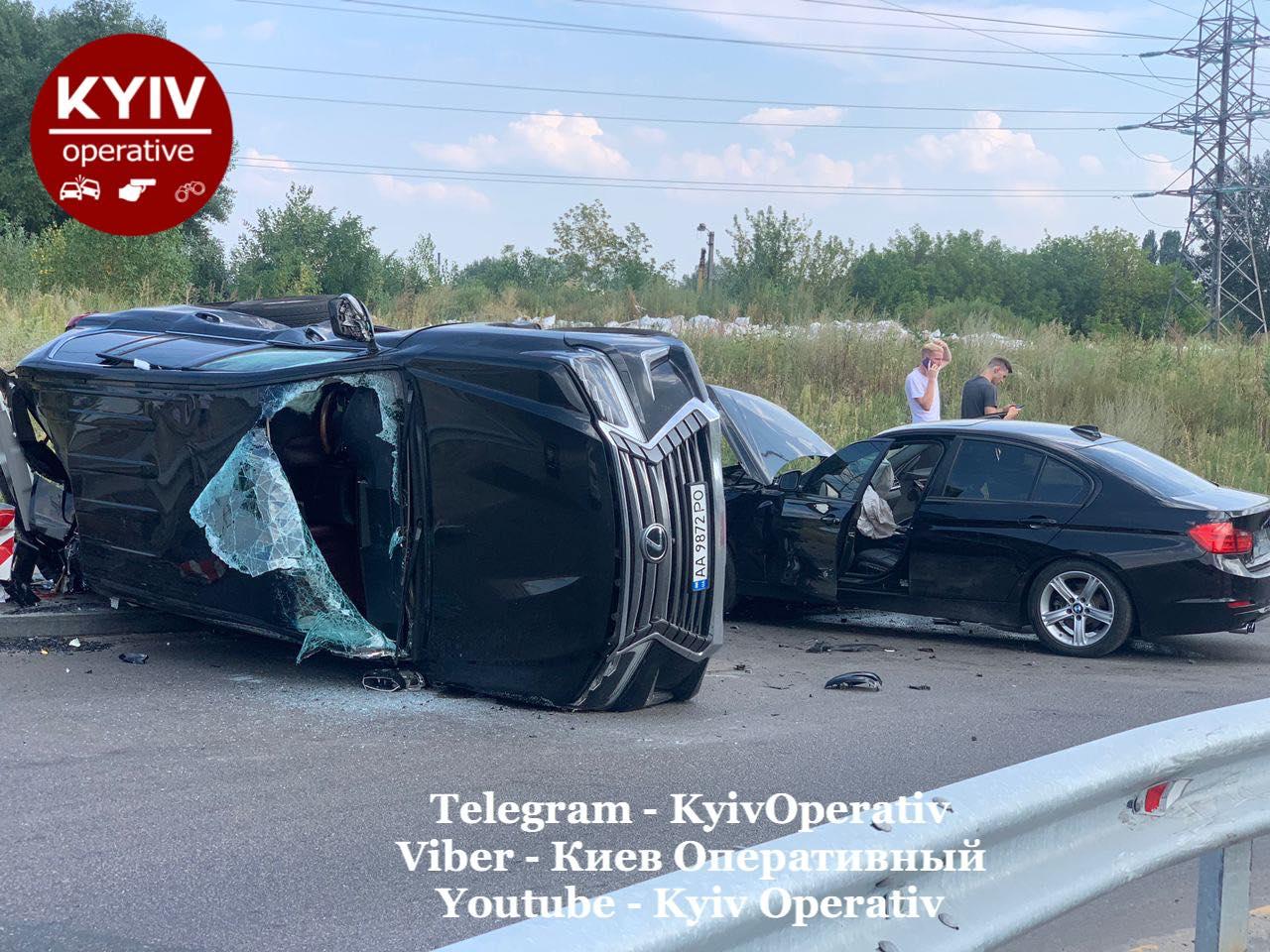 В Киеве в серьезное ДТП попал сын главы столичной таможни: что известно (видео)