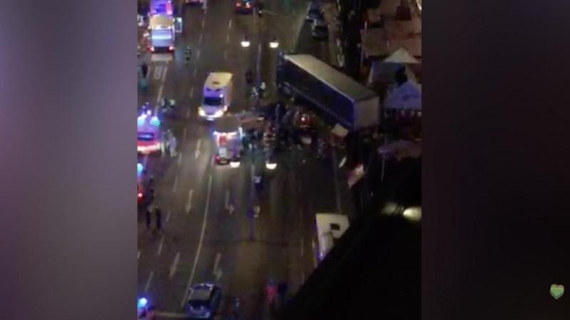 Число погибших наезда фургона натолпу вБерлине возросло до12 человек
