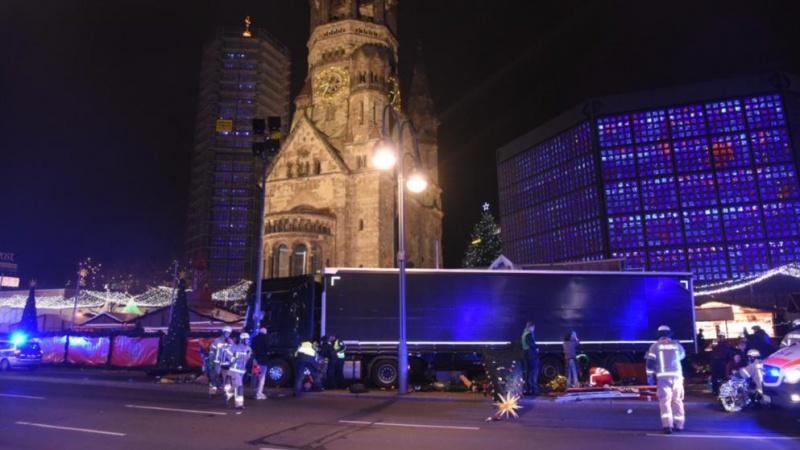ВБерлине фургон въехал втолпу нарождественском рынке, есть погибшие