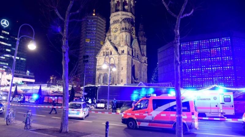 Милиция Берлина считает заезд грузового автомобиля втолпу терактом