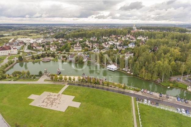 Стала известна стоимость роскошных особняков Ани Лорак и Лободы в России (фото)