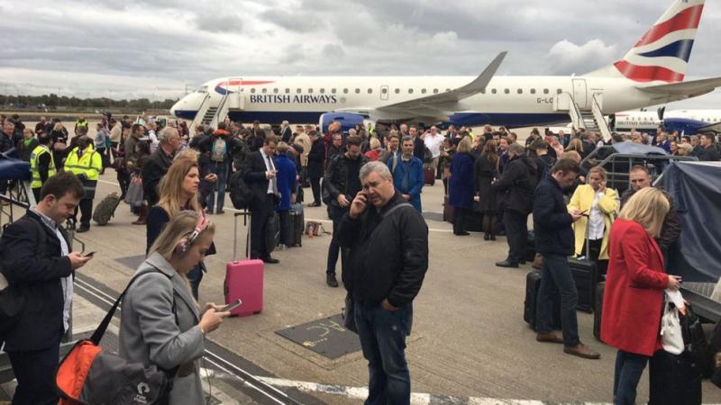 Встолице Англии эвакуировали аэропорт— Отравление химическим веществом
