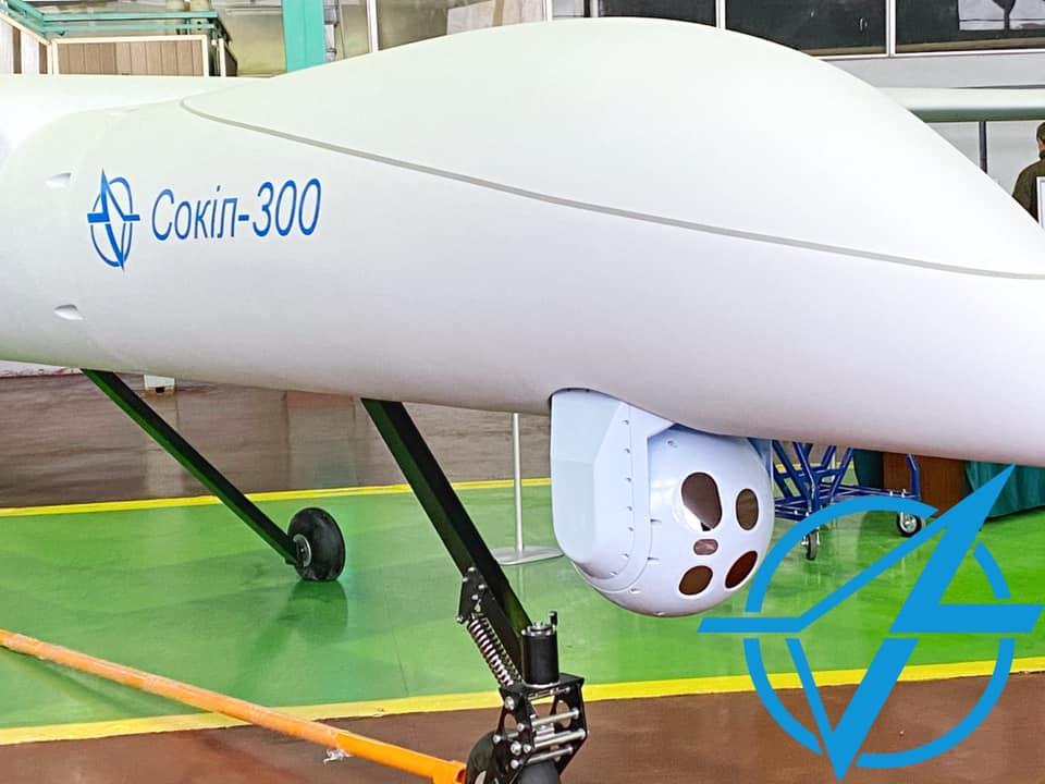 """Українські фахівці показали новий ударний дрон-розвідник: що може """"Сокіл-300"""""""