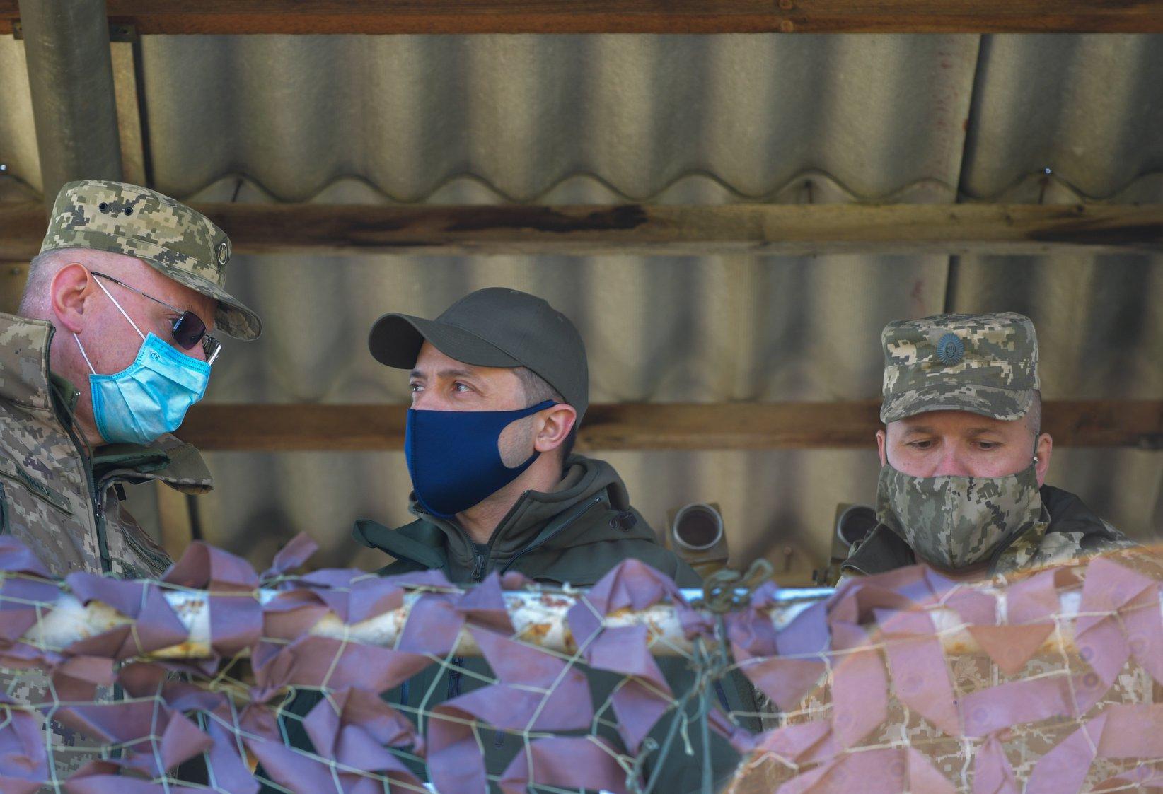 Какие маски носит Зеленский и сколько стоит его защита от коронавируса