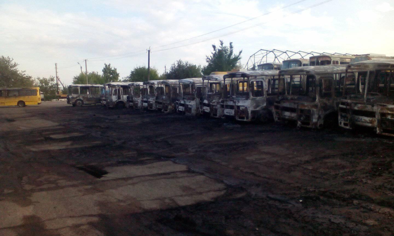 Под Черкассами за считанные минуты сгорело более 10 автобусов: шокирующее видео