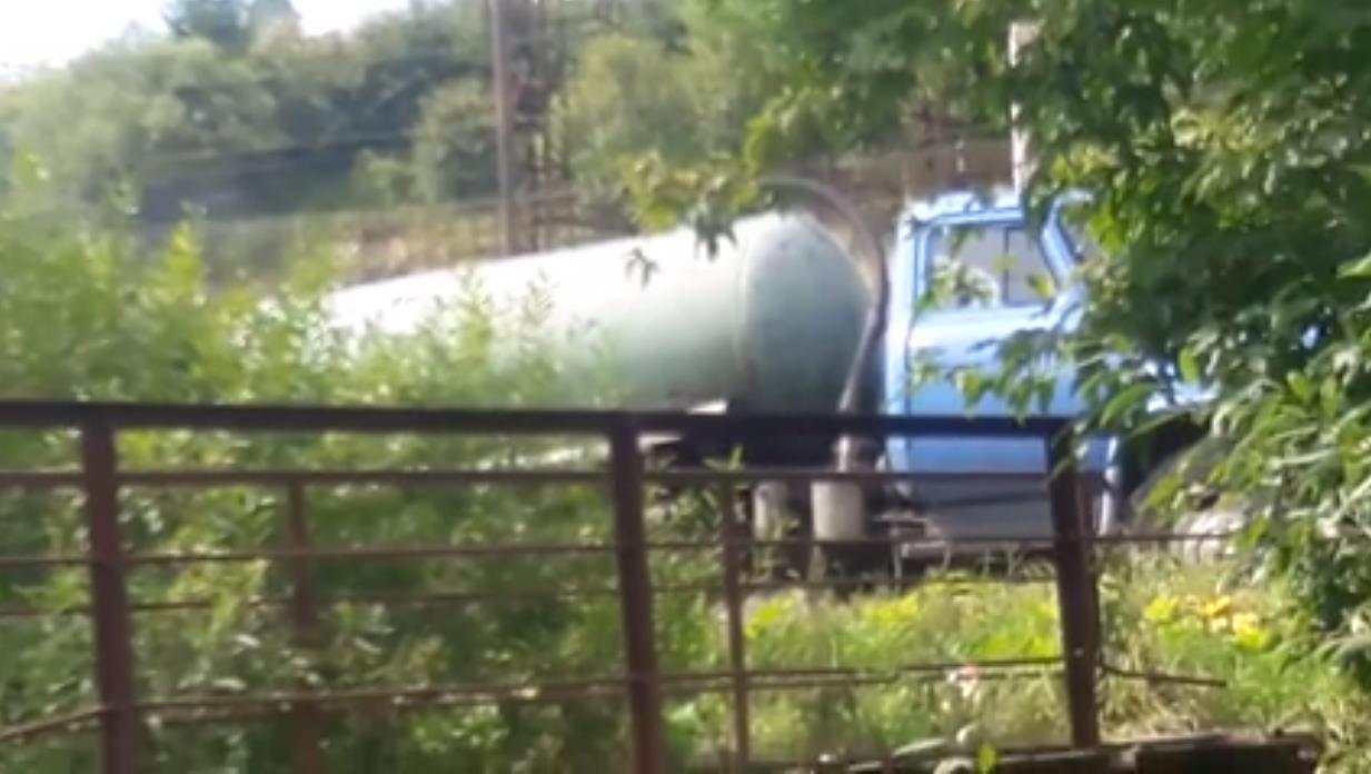Под Львовом ассенизационная машина Укрзализныци сливала нечистоты в реку