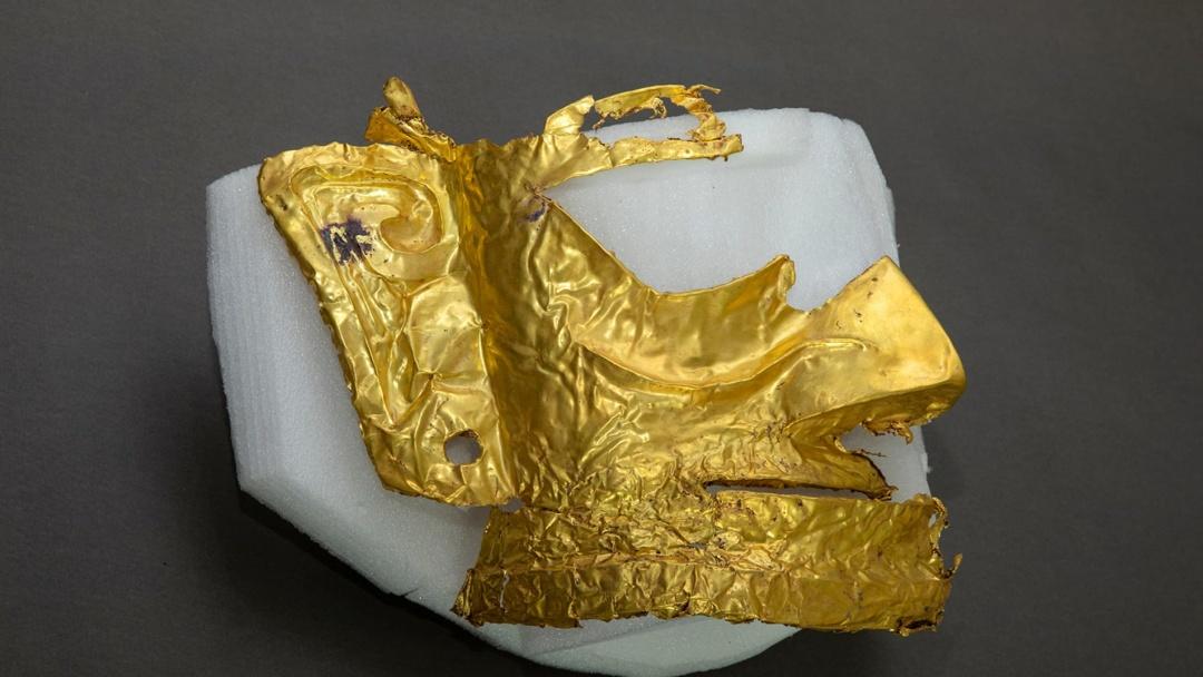 В Китае археологи обнаружили золотую маску возрастом 3 тысячи лет