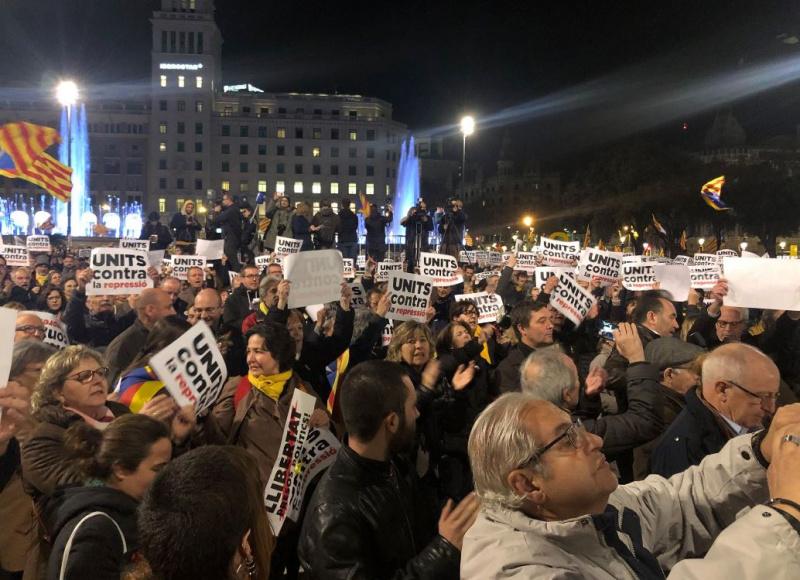 УКаталонії тисячі активістів влаштували акції протесту проти арешту Пучдемона