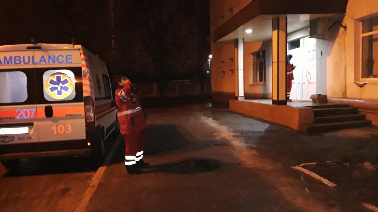 В Харькове мать бросила посреди улицы 2-летнюю девочку и сбежала