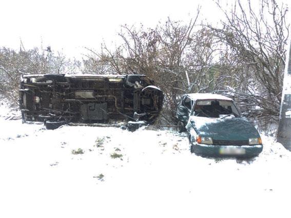 Шофёр ЗАЗ вНежине спровоцировал ДТП сошкольным автобусом, 4 человека пострадали