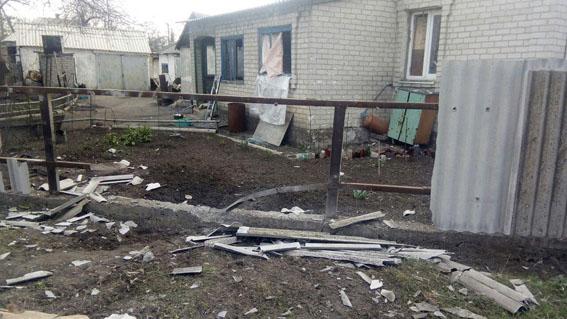 В итоге обстрела Авдеевки разрушен личный дом