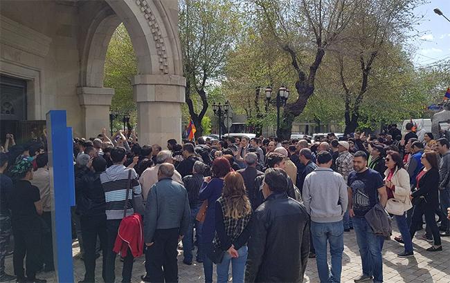 У Вірменії оголосили про революцію: затримали вже 59 людей