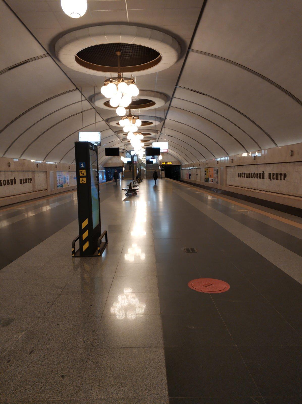 """Появились """"апокалиптические"""" фото и видео из метро Киева в локдаун"""