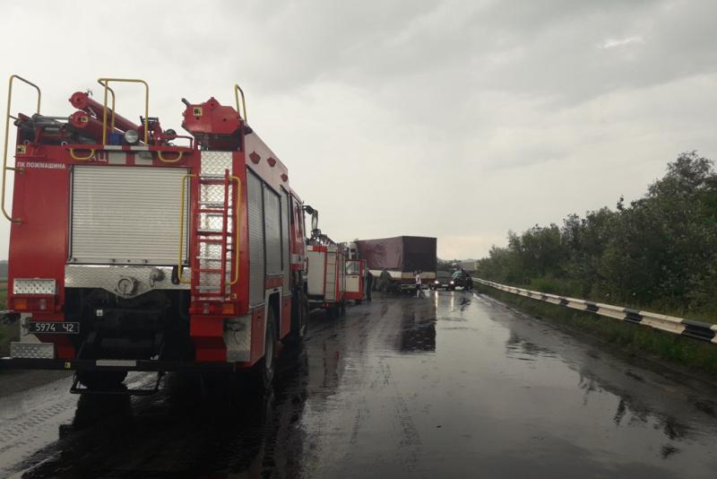 Под Черновцами столкнулись 9 авто