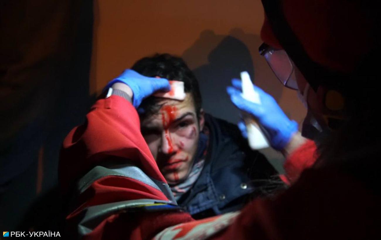 Драка, газ и пострадавшие: видео с митинга за Стерненко в центре Киева
