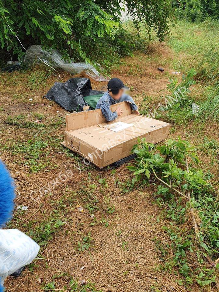 У Мелітополі знайшли дитину-Мауглі: жив просто неба на вулиці