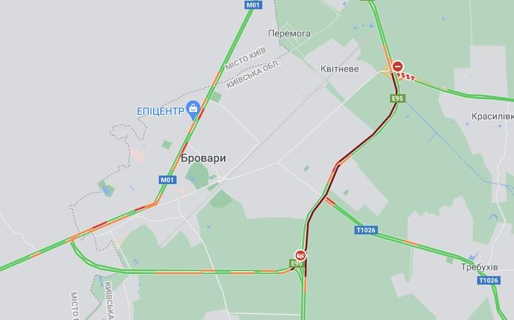 Под Киевом столкнулись три грузовика. Движение в направлении Чернигова затруднено