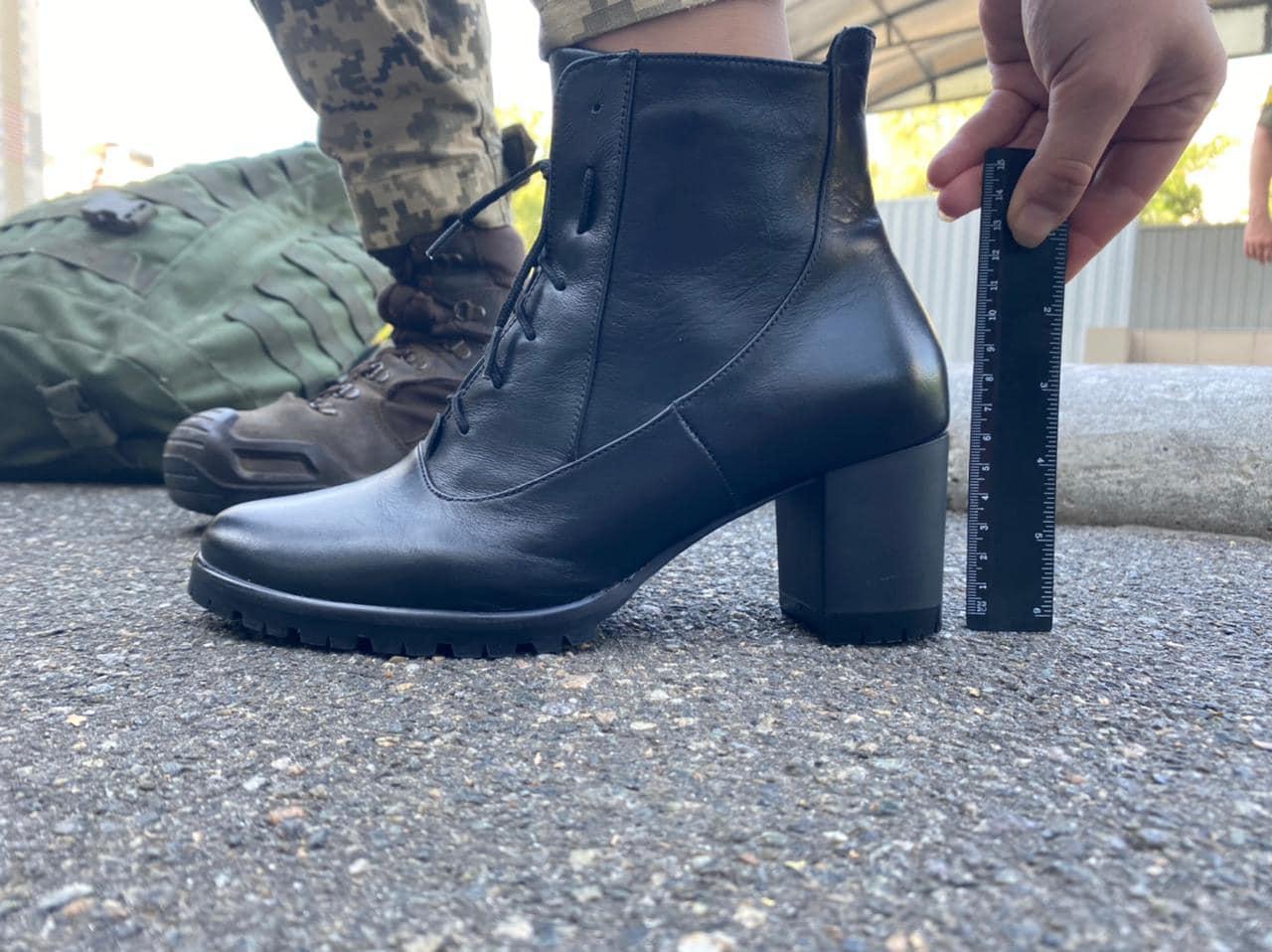 Минобороны решило изменить парадные ботинки курсанток после скандала с каблуками (видео)