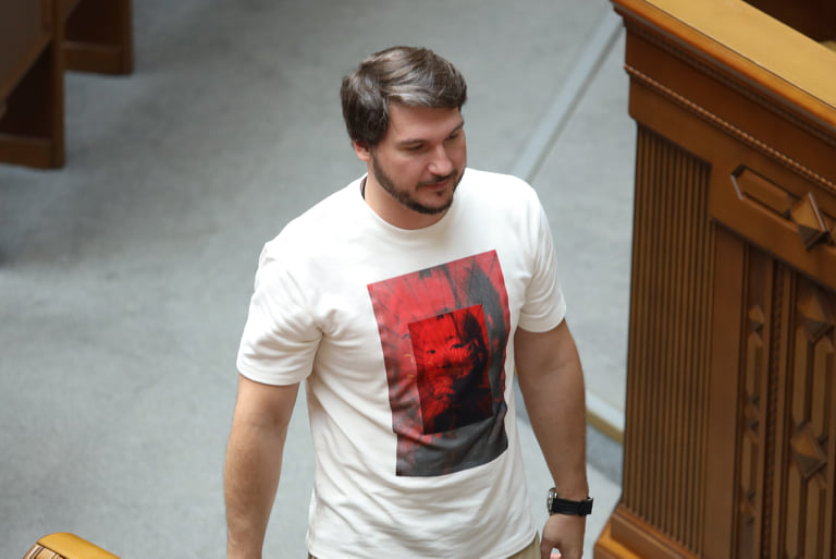 Нардеп прийшов у Раду у футболці за 3,5 тисячі: фото політика-модника
