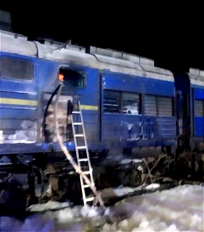 """Потяг """"Укрзалізниці"""" загорівся на шляху з Києва до Херсона (фото)"""