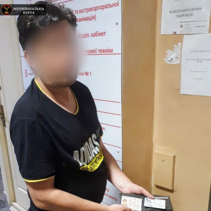 Сказал, что ему нужна помощь: в киевской больнице задержали вора (фото)