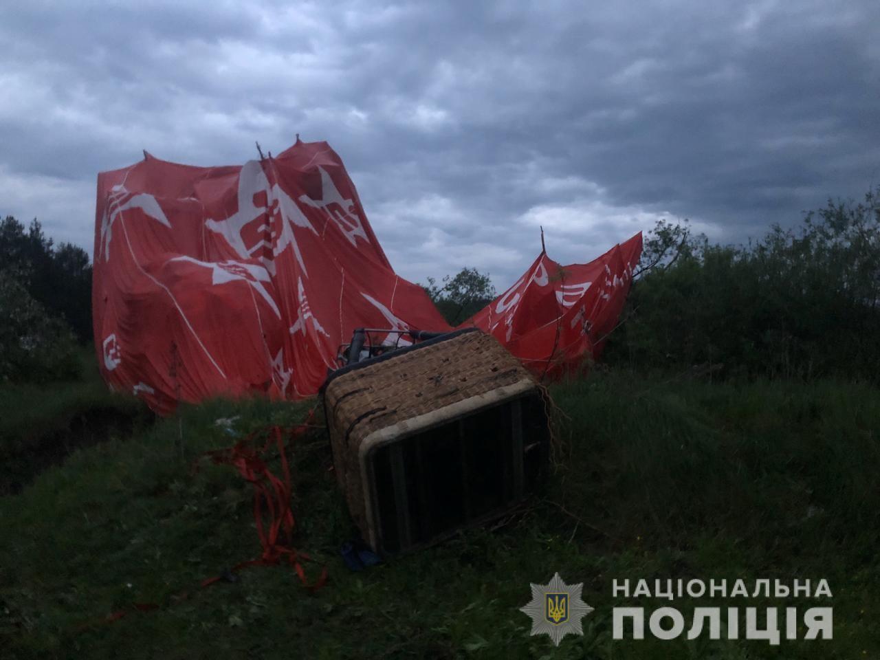 Трагедия с воздушным шаром в Каменец-Подольском: люди молили о помощи и падали на кладбище