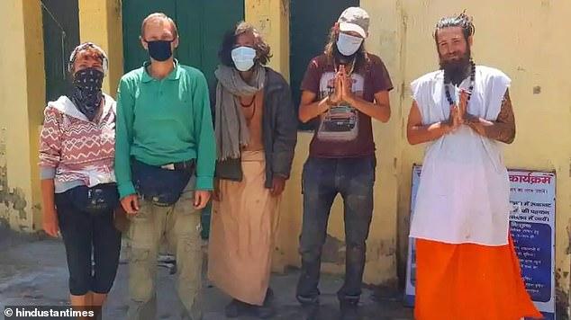 Украинец с группой туристов оказался в пещере Индии на карантине: застряли на месяц