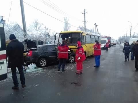 Сегодня вМариуполе произошло смертельное ДТП, еще восемь человек попало в клинику