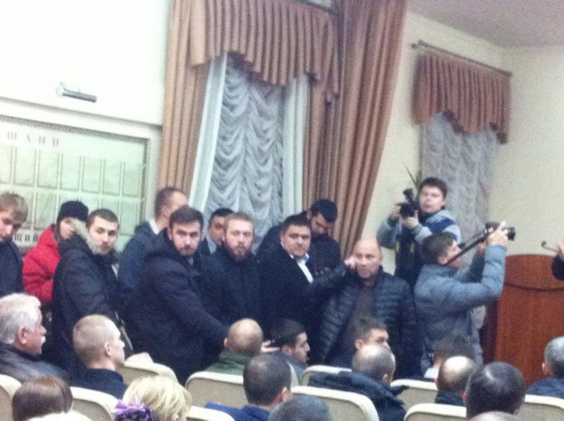 активисты захватили штурмом здание Черкасской областной полиции 4