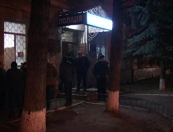 ВКиеве ночью нетрезвый местный гражданин пытался поджечь Печерское райуправление милиции