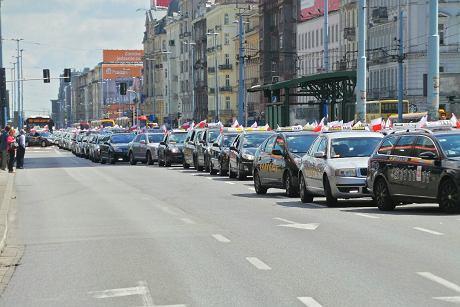 Вчетырех городах Польши протестуют таксисты