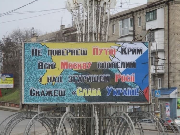 """За давньою українською традицією: в Херсоні """"стратили"""" опудало Путіна (фото)"""