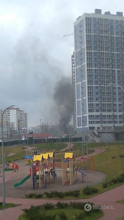 В Киеве после взрыва загорелась электростанция: фото и видео с места ЧП