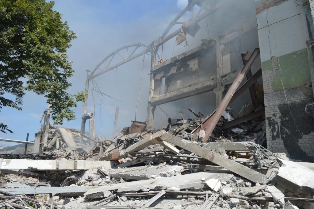 У Чернігові потужний вибух зрівняв з землею триповерховий будинок: відео з моментом НП