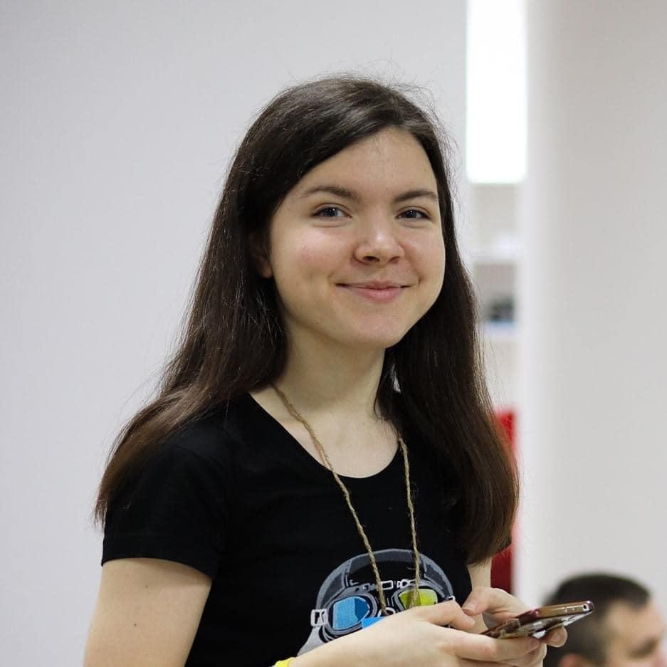 Защищала и оберегала людей: в Киеве от коронавируса умерла 21-летняя волонтер