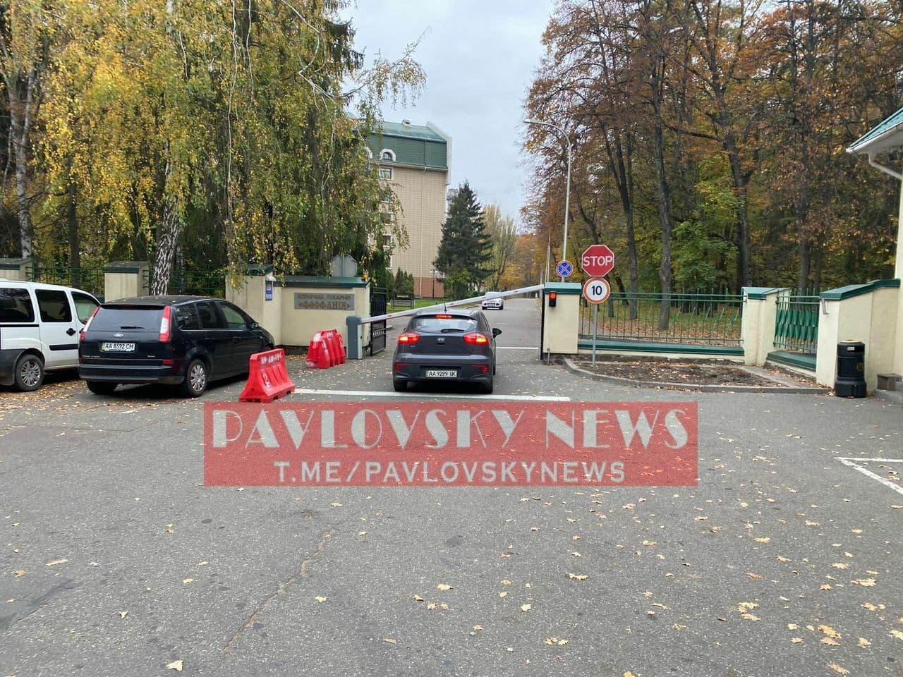 Десятки охоронців і ізоляція: з'явилися фото лікарні, де Зеленський лікує COVID-19