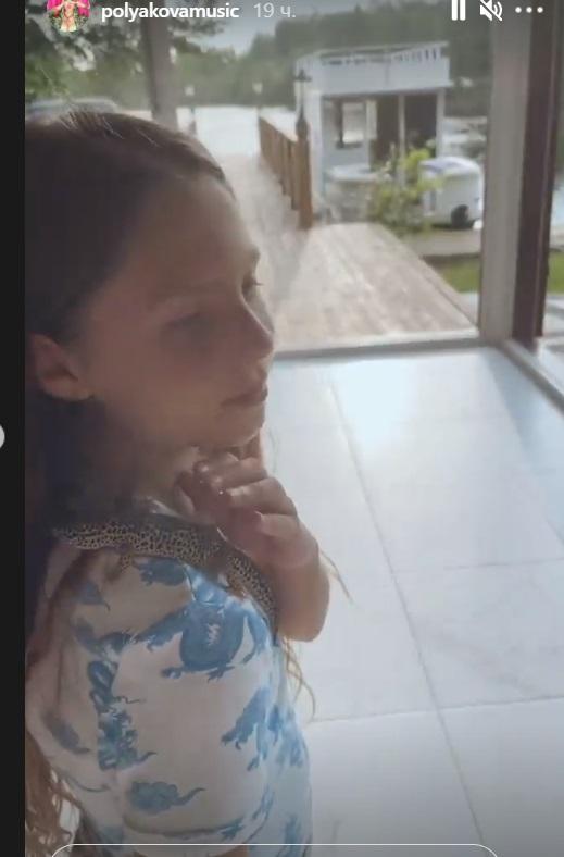 Оля Полякова засветила шикарный дом под Киевом: огромная терраса и вид на Днепр